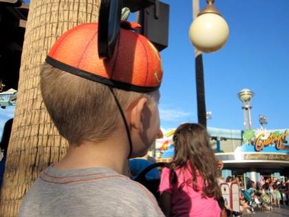 Disney 19--watching parade